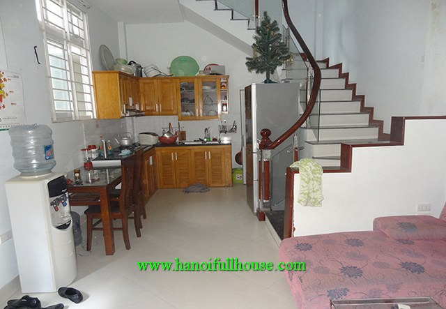 A SUPER CHEAP, GOOD HOUSE WITH 3 BEDROOMS, 3 BATHROOMS EN SUITE IN BA DINH FOR RENT