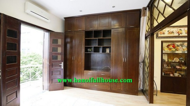 LOOK FOR AN APARTMENT RENTAL NEARBY HOAN KIEM LAKE, 2 BEDROOM, FULLY FURNISHED AND BRIGHT