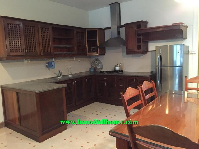 HOUSE IN TAY HO WITH CHEAP PRICE FOR RENT, 2 BEDROOM, FURNISHED, PRICE IS 550$/MONTH