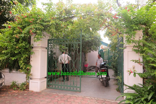 A NICE HOUSE WITH NICE GARDEN AND COURTYARD IN LONG BIEN DISTRICT, HA NOI FOR RENT