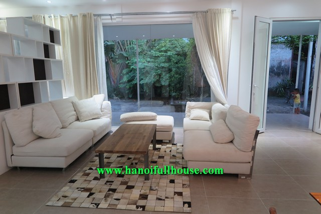 MODERN HOUSE WITH BEAUTIFUL GARDEN, YARD AND LAKE VIEW IN TAY HO DIST FOR RENT