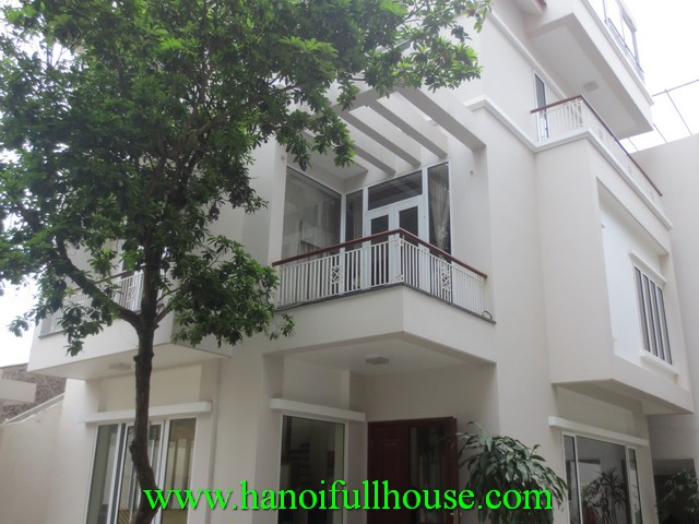 COURT-YARD NICE HOUSE TO LET IN TAY HO DIST, HA NOI