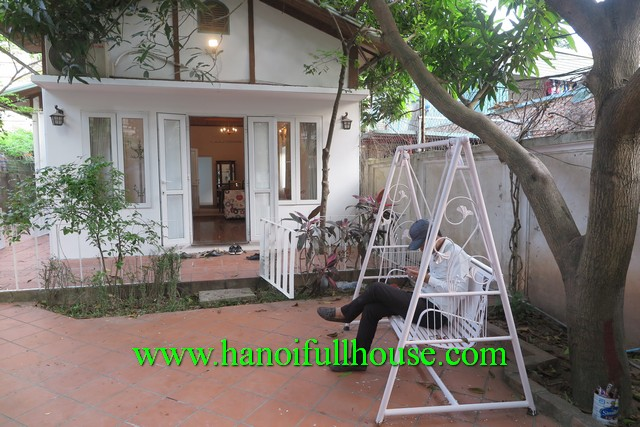 FIND A BEAUTIFUL GARDEN,COURTYARD HOUSE RENTALS IN DANG THAI MAI, TAY HO