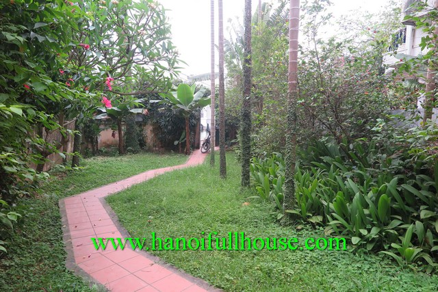 TAY HO BEAUTIFUL GARDEN, LAKE VIEW VILLA FOR RENT IN NGHI TAM, CLOSE TO SHERATON HOTEL & INTERCONTINENTAL HOTEL
