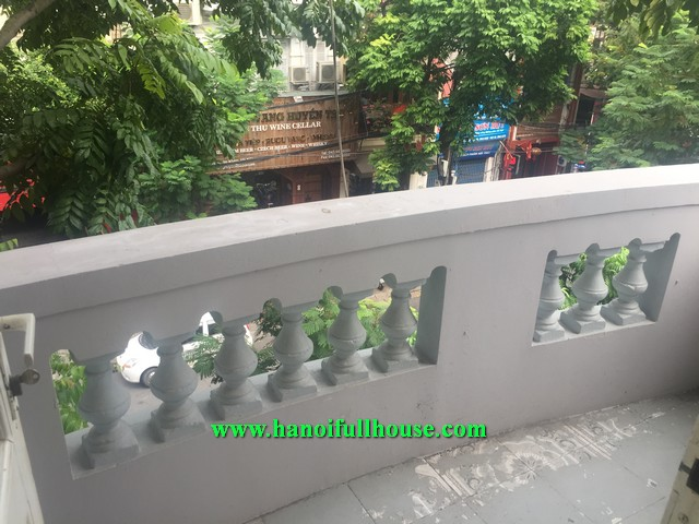 A NICE SERVICED APARTMENT WITH FULL SERVICES IN HANOI CENTER FOR RENT