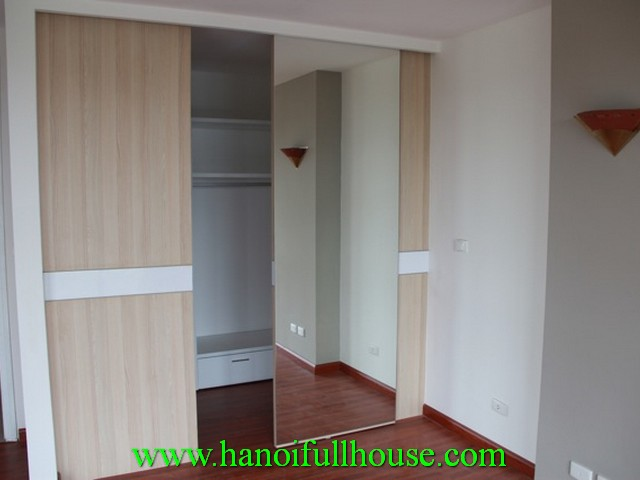 walking wardrobe masterbedroom