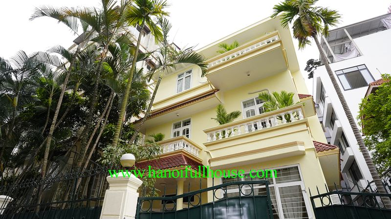 The nice garden house with 180 sqm, car access in To Ngoc Van street