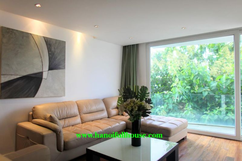 Luxury 2-bedroom apartment, area of 100m2 in serviced apartment building in Tay Ho street, Quang An.