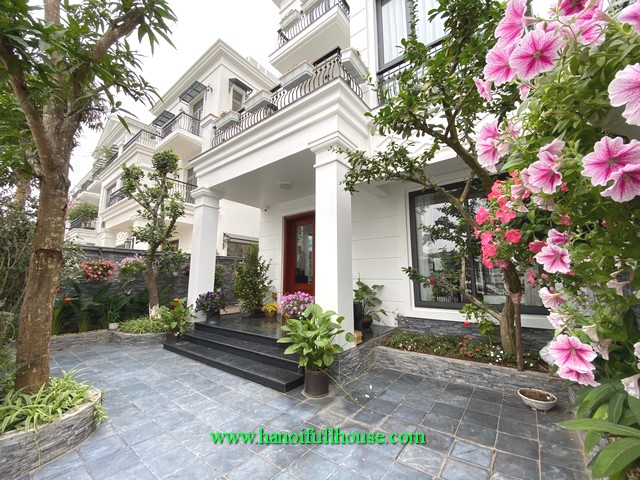 The most beautiful villa in the Nguyet Que range of Vinhomes Riverside urban area for lease