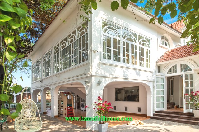 What a lovely villa in Long Bien district for lease. 5 bedroom, big garden and yard, car access