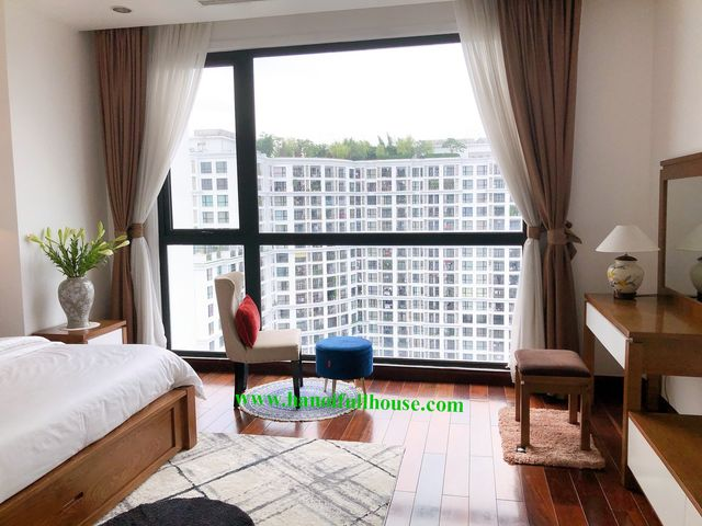 Geogerous apartment with 3 bedrooms in R5-Royal city Nguyen Trai