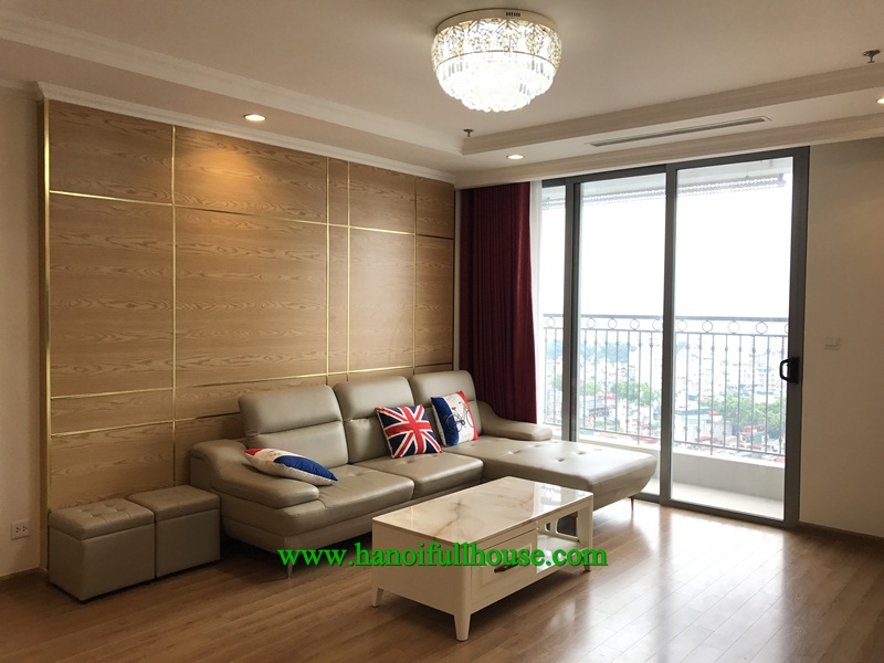 Full furniture, 3 bedrooms apartment in Vinhomes Nguyen Chi Thanh building, Dong Da Dist for rent