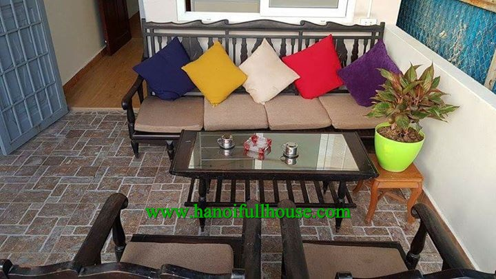 Cozy house in Hoang  Hoa Tham street, 3 bedrooms, cheap price for rent