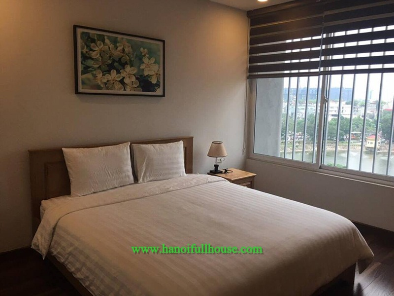 Luxury apartment with bath-tab,lake view on 8th floor in Kim Ma, suitable for Korea people