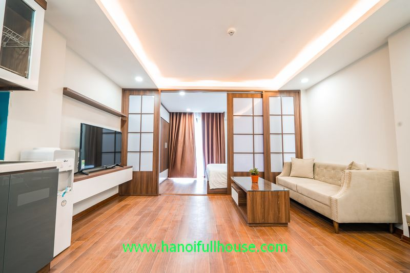 Nice apartment in Kim Ma street, 1 bedroom, great bathroom with bath tub for rent.