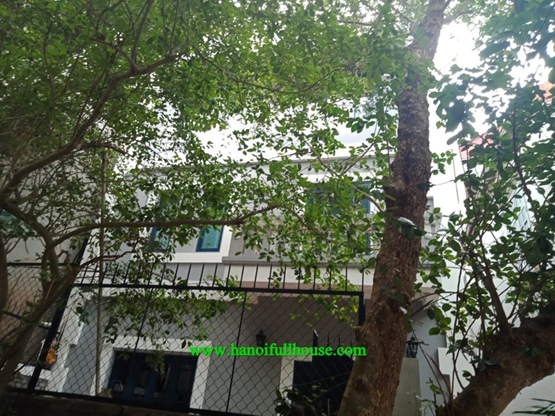 House for rent with a car park near French International School in Long Bien district