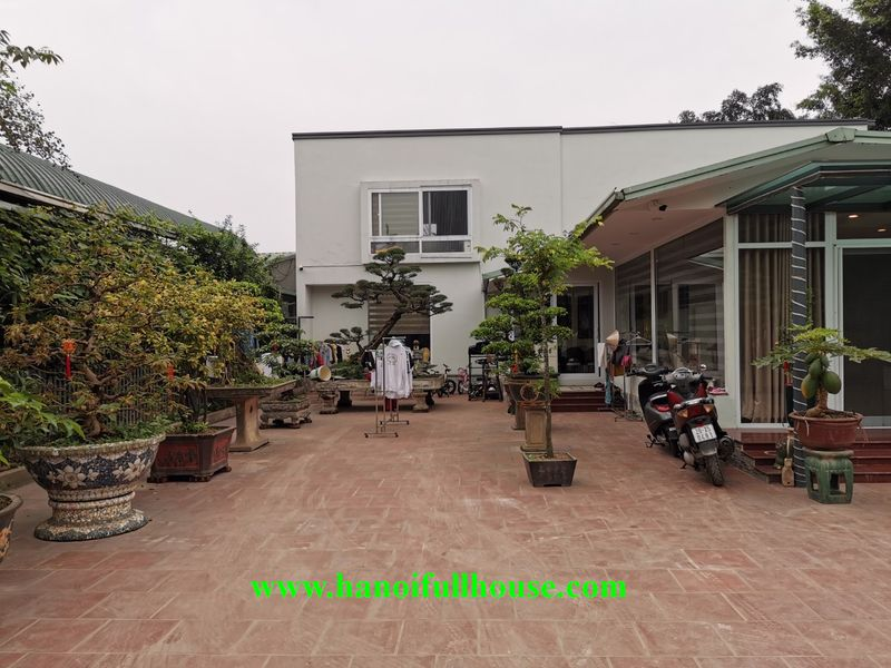 A big garden house has land size up to 500 sqm in center of Hanoi for living, office, coffee