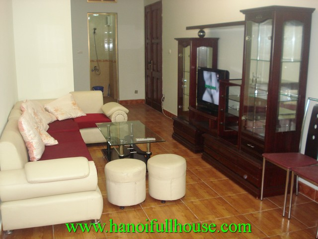 Cheap nice apartment with 2 bedroom for rent in Hoang Cau Lake, Dong Da dist, Ha Noi