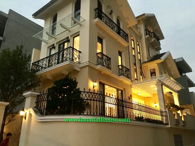 An European house in Cau Giay dist for lease. Fully furnished, 4 bathrooms, 3 bedrooms
