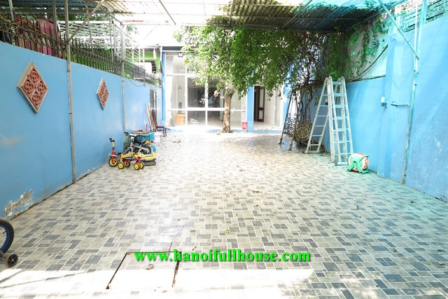 Garden and yard house on Dang Thai Mai street, next to the lake, 2 bedrooms for rent.
