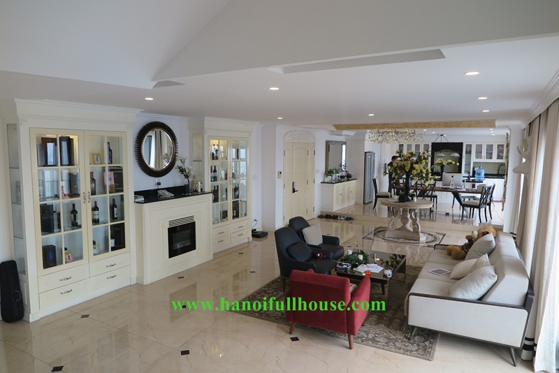 Luxury Penthouse in Golden Westlake, 04 bedrooms, 04 bathrooms, lake view for lease.