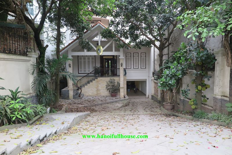Villas on the street in Hanoi for rent as offices, embassies, houses and businesses