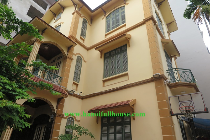 04 bedrooms Villa with big yard in To Ngoc Van, Tay Ho dist for lease