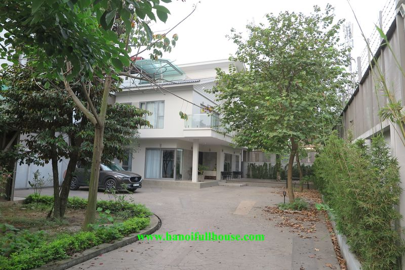 Find the garden villa in Hanoi, modern, good location suitable for family, embassy.