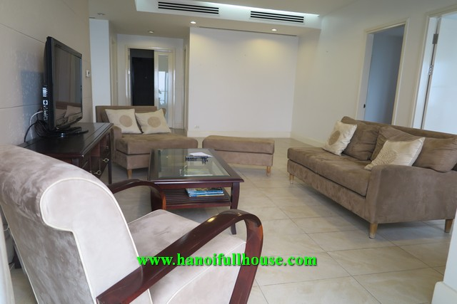 Luxurious and charming apartment in Golden West Lake with 4 bedrooms for rent.