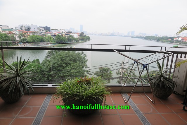 Big balcony apartment on Xuan Dieu street, 2 bedrooms, a lot of light for rent.