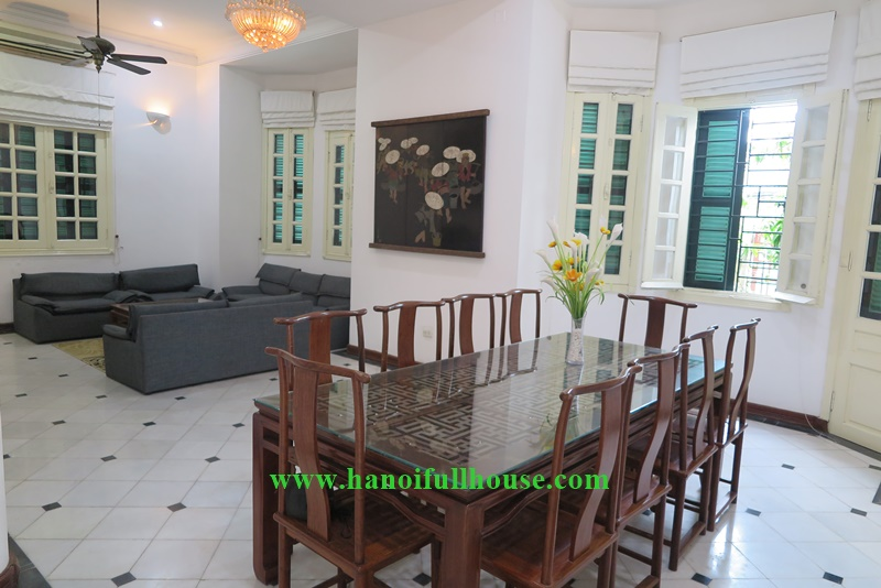 Cheap garden villa in Hanoi Center for family expats- 4 bedrooms, car access