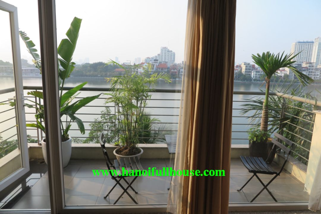 2 bedrooms apartment with lake view, 100 sqm on high floor, balcony