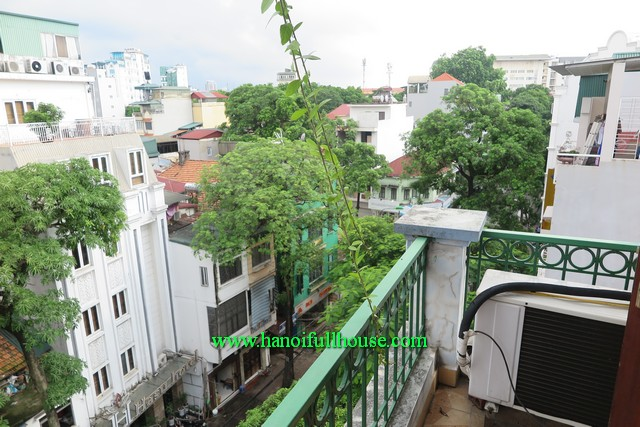 A balcony serviced apartment-1 bedroom nearby Old Quarter Ha Noi & Truc Bach Lake