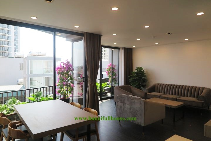 Perfect 2 bedrooms apartment on high floor in Tay Ho, Hanoi for rent