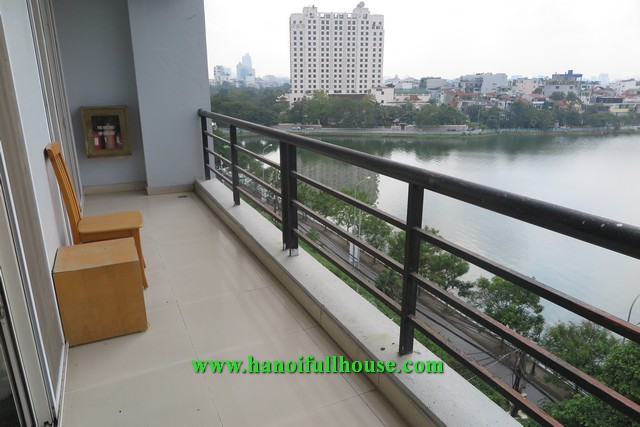 Lake view apartment on Xuan Dieu street, 1 bedroom, large balcony for rent.