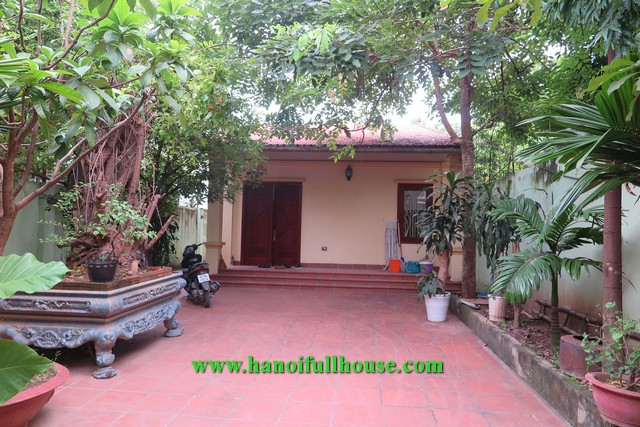 Garden house on Dang Thai Mai street, 3 bedrooms, large area for rent.