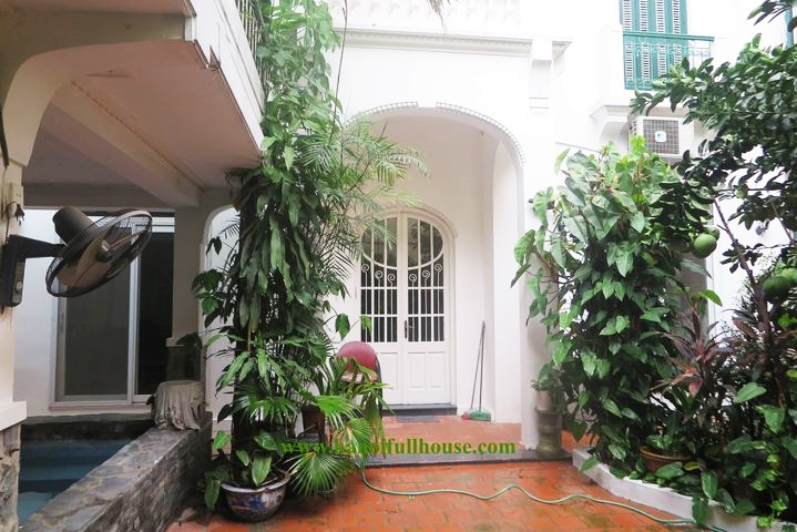 Great house on Tu Hoa street with swimming pool, roof top for rent. Only 3 minutes walk to West Lake.