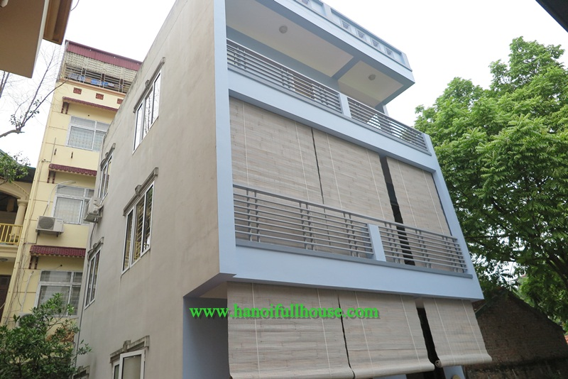 Nice house with 5 bedrooms, spacious terrace on Au Co street, Tay Ho for rent