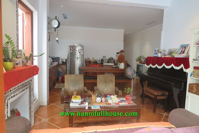 Nice house with Jacuzzi in the bathroom, 3 bedrooms, big yard on Ngoc Thuy for rent.