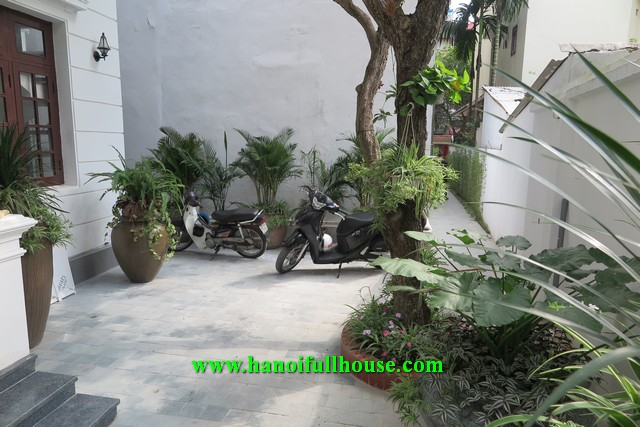 Garden villa on the best street of Tay Ho Dist for rent.