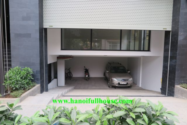 Apartment with bathtub in Tay Ho - To Ngoc Van street for rent