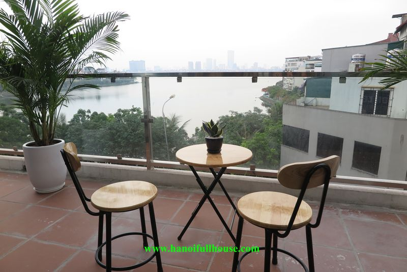 Westlake view apartment with 03 bedrooms, luxury funiture in Xuan Dieu for rent.
