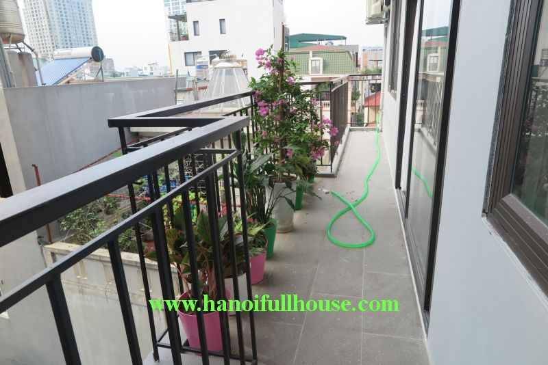 2 bedroom apartment with area of 100 m2 / floor, long balcony overlooking West Lake in Dang Thai Mai