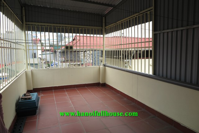 Small house on Ngoc Lam street, 5 bedrooms, cheap price, convenient to go to the center.