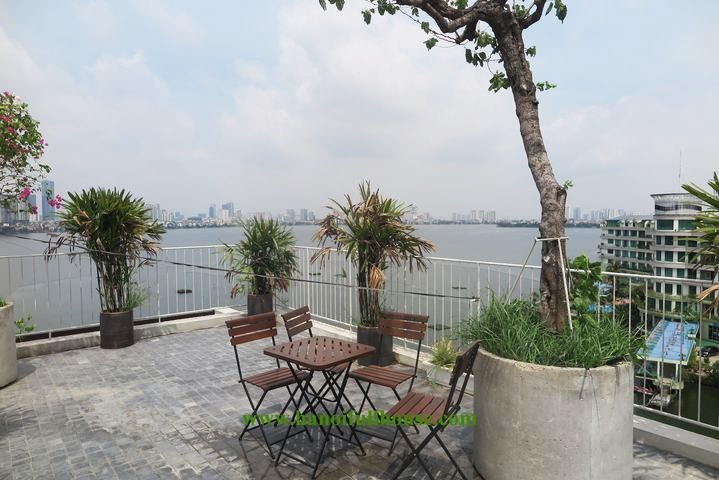 A unique design 2 bedroom duplex apartment, the private garden, terrace with lake view