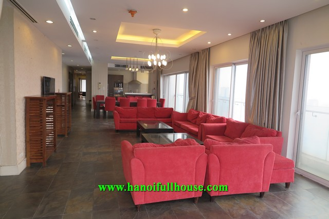 Super beautiful Ruby apartment in the high-class apartment building Golden Westlake, 4 bedrooms, large area for rent immediately.