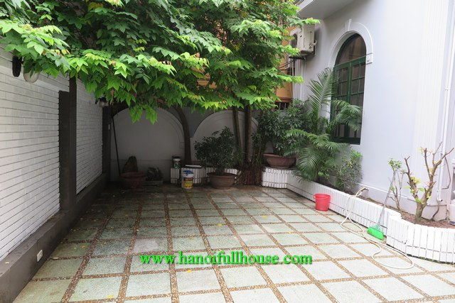 Beautiful house with a big courtyard, 4 bedrooms in Tay Ho for lease