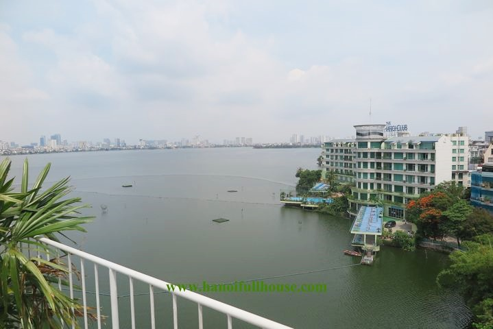 Super nice 01 bedroom apartment with lake view in Tay Ho for rent