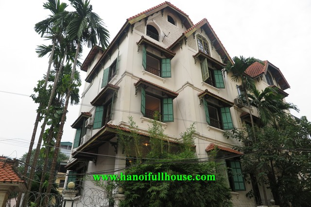 Super nice house on To Ngoc Van street, car access, lot of lights for rent.