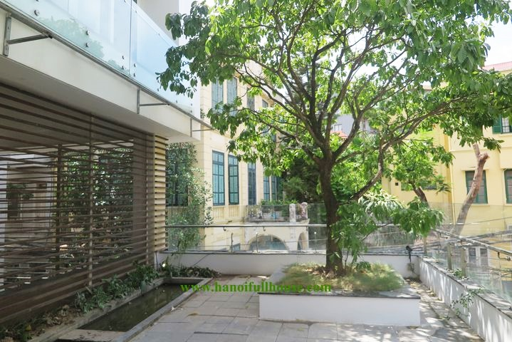 Villa with green space, modern style, large pool in the center of Hanoi for rent